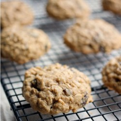 Simple and Fast Oatmeal Raisin Cookie Recipe