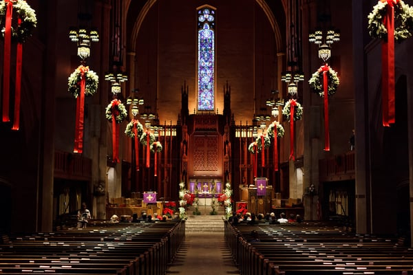 Christmas decorating for church sanctuary clattr for Christmas church decoration ideas