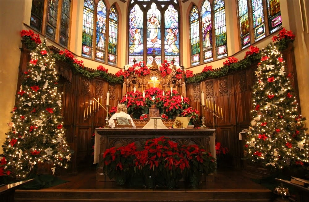 visit website visit site church altar decorated beautifully for the christmas season - Christmas Decorating Ideas For Church Sanctuary