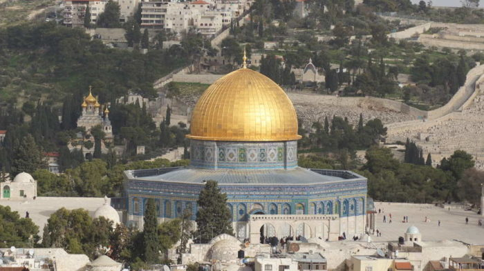 Rabbis split over whether anyone should visit Temple Mount